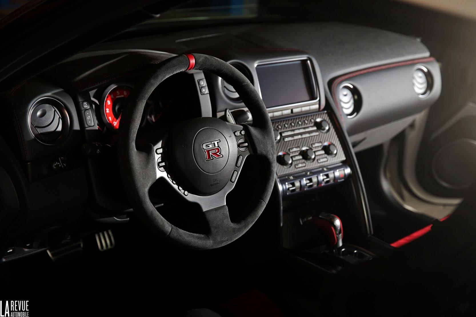 Location Nissan GTR. Deluxe Rental Cars est un service de location de voitures de luxe et de sport actif sur Lausanne, Montreux, Genève, Sion, Fribourg, Neuchâtel.