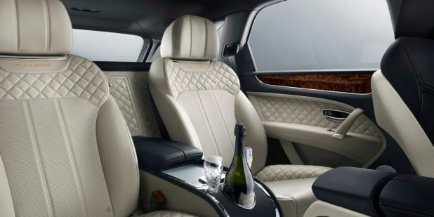 Bentley Bentayaga Muliner à louer. Deluxe Rental Cars est un service de location de voitures de luxe et de sport actif sur Lausanne, Montreux, Genève, Sion, Fribourg, Neuchâtel.