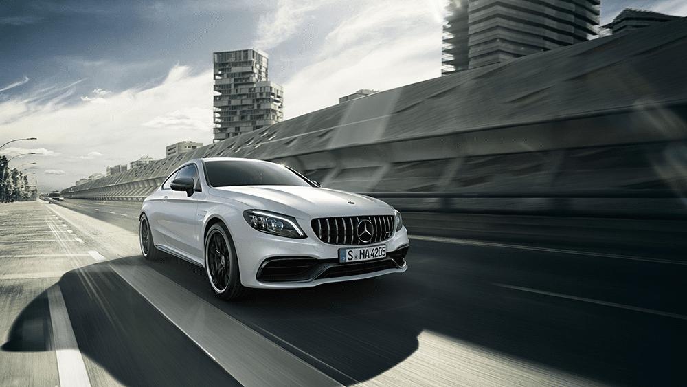 Location Mercedes C63 S. Deluxe Rental Cars est un service de location de voitures de luxe et de sport actif sur Lausanne, Montreux, Genève, Sion, Fribourg, Neuchâtel.