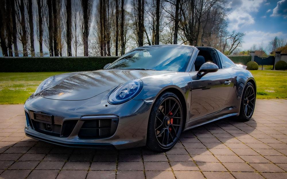 Porsche 911 Carrera 4 black edition - Deluxe Rental Cars